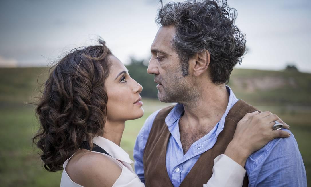 Tereza (Camila Pitanga) e Santo (Domingos Montagner) Foto: Caiua Franco / Divulgação/TV Globo