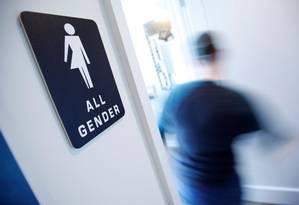 Banheiro de bar na Carolina do Norte: lei aprovada em março no estado estabelece que vale o gênero da certidão de nascimento Foto: JONATHAN DRAKE / REUTERS