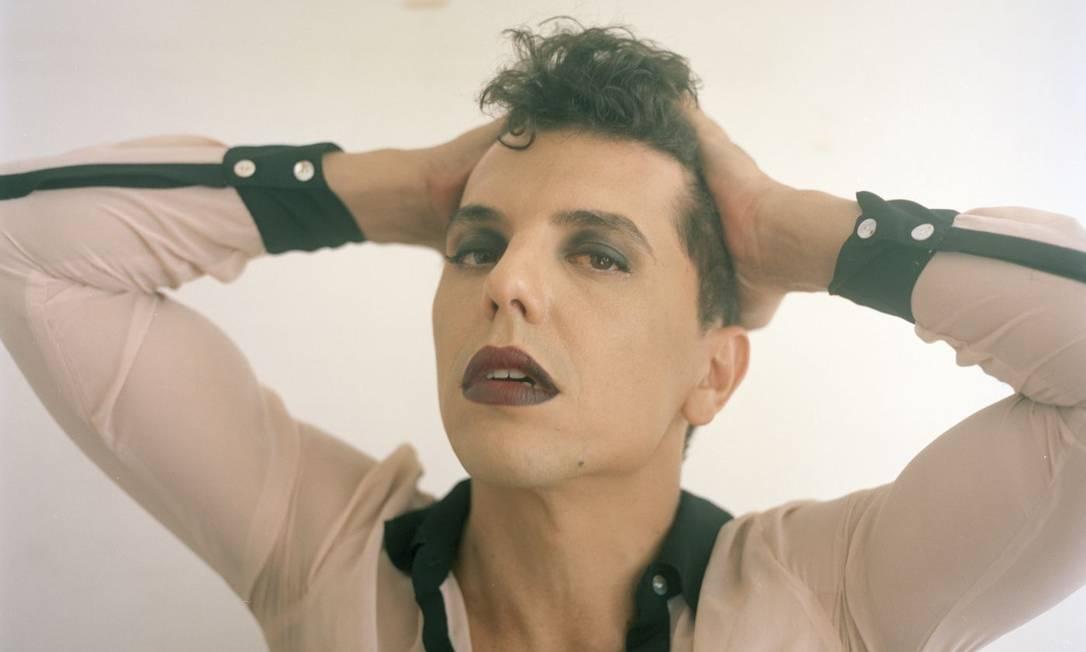 Cosentino. Álbum une versos de erotismo explícito e rock cru e dançante Foto: Daryan Dornelles / Divulgação