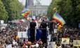 Parada gay de Berlim é uma das maiores do mundo