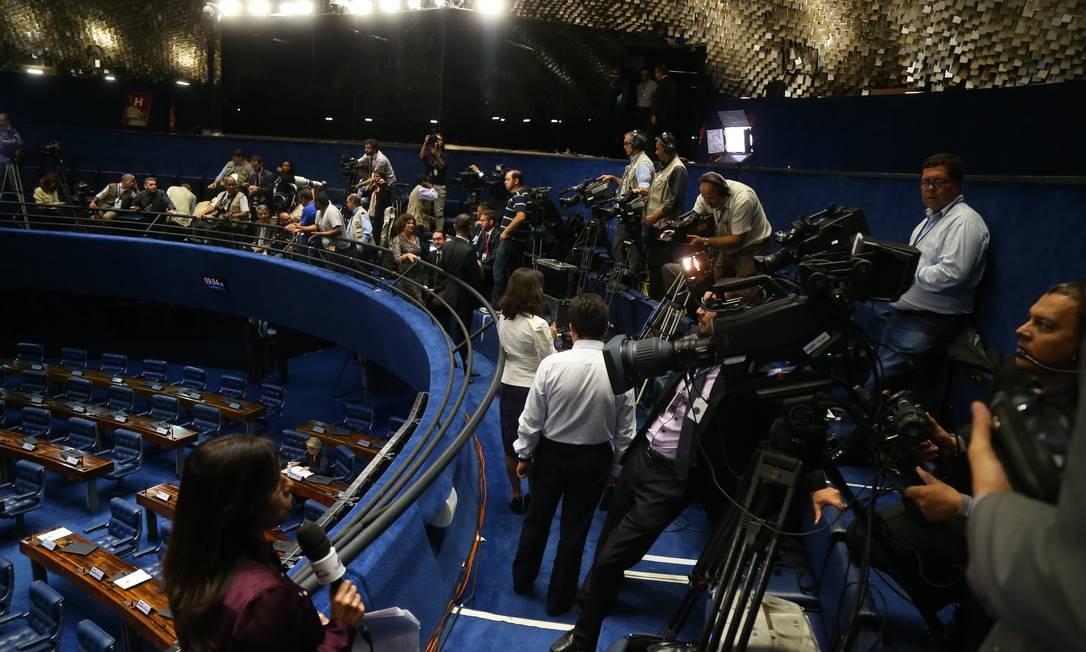 Jornalistas se preparam para cobertura da sessão no Senado Foto: Ailton Freitas / Agência O Globo