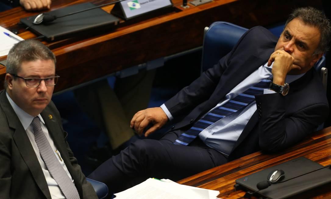 Senadores Antonio Anastasia e Aécio Neves no plenário Ailton de Freitas / Agência O Globo