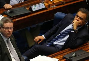 Senadores Antonio Anastasia e Aécio Neves no plenário Foto: Ailton de Freitas / Agência O Globo