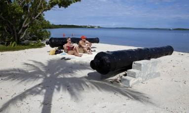 Banhistas aproveitam o sol em Cannon Beach, em Key Largo, a última parada antes de voltar à Flórida continental Foto: Visit Florida / Divulgação