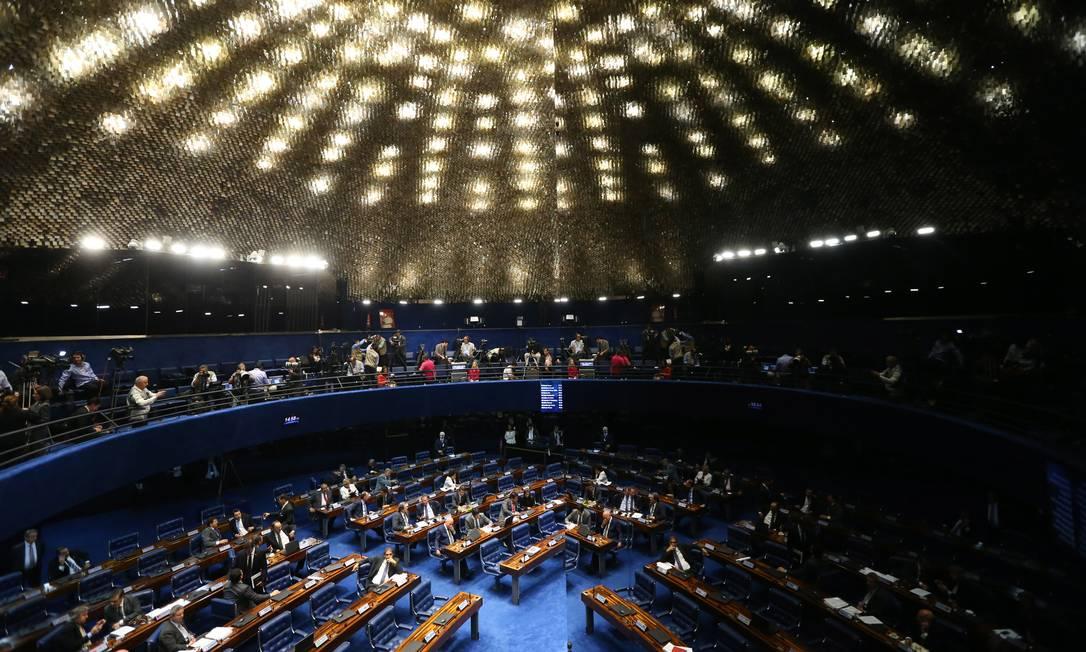 Senadores debatem o impeachment da presidente Dilma Rousseff Ailton de Freitas / Agência O Globo