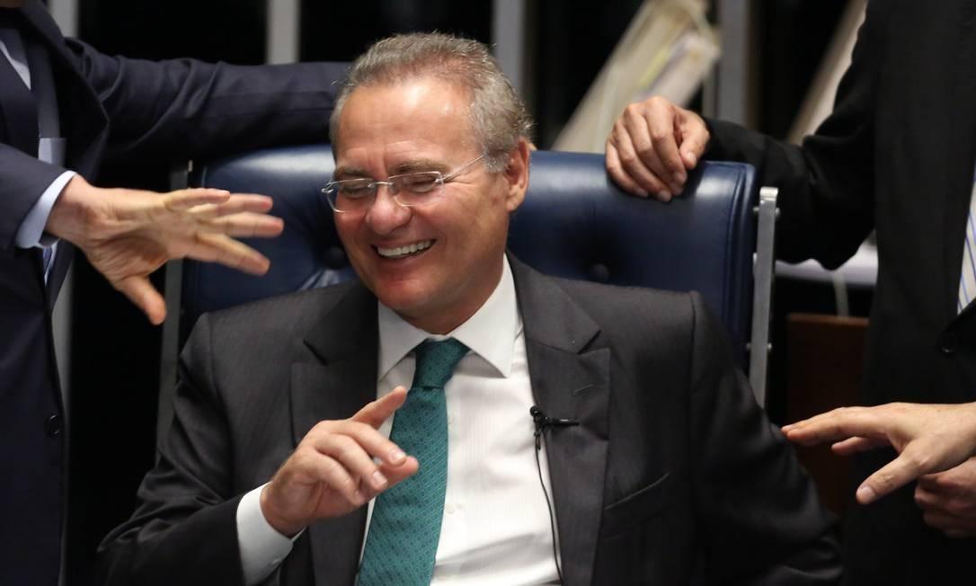 O presidente do Senado, Renan Calheiros, durante a fala dos senadores no plenário Foto: Jorge William / Agência O Globo