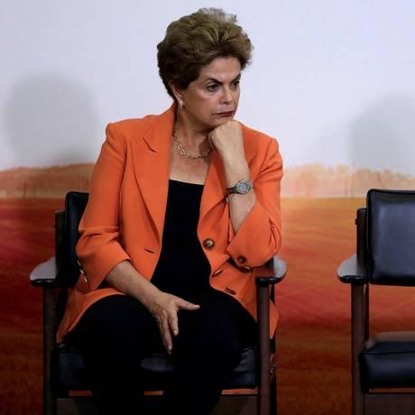 Presidente Dilma Rousseff reage durante uma cerimônia do Plano Agrícola e Pecuário, no Palácio do Planalto, em 4 de maio: governos latino-americanos acompanharam de perto decisão do Senado Foto: UESLEI MARCELINO / REUTERS