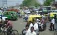 Trânsito caótico em Nova Délhi, na Índia