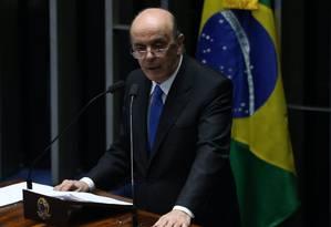 Senador José Serra, ministro de relações internacionais, reage contra manifestações de países bolivarianos sobre afastamento de Dilma Foto: André Coelho / Agência O Globo