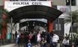 Governo Alckmin (PSDB) libera reintegração de posse em escolas técnicas de São Paulo sem decisão judicial. Alunos foram levados para o 3º DP
