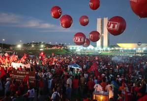 Manifestação organizada pela CUT em Brasília a favor de Dilma Rousseff. Foto: André Coelho / Agência O Globo