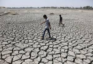 Na Índia, onda de calor extremo deixa 330 milhões de pessoas sem água suficiente para as necessidades diárias Foto: Ajit Solanki / AP