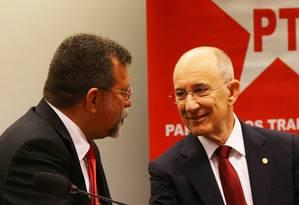 O presidente Nacional do PT Rui Falcão e o deputado Afonso florence (PT- BA), líder do partido na Câmara Foto: Ailton de Freitas / 03-02-2016 / Agência O Globo