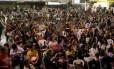Professores decidem, em assembleia na quadra da São Clemente, manter a greve que completa 79 dias