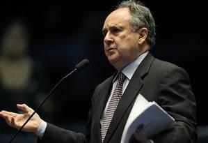 O senador Cristovam Buarque (PPS-DF) votou pela abertura do processo de impeachment na Casa Foto: Jorge William / Agência O Globo
