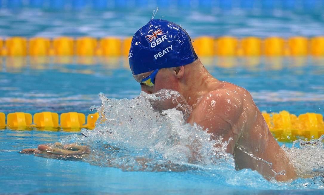 O britânico Adam Peaty nadou em casa na final dos 100m nado peito do Campeonato Europeu de Esportes Aquáticos, disputado na Inglaterra GLYN KIRK / AFP