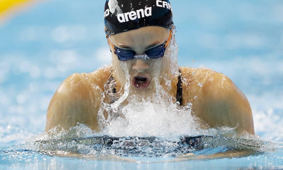 A italiana Martina Carraro em momento de respiração durante uma bateria dos 100m nado peito Matt Dunham / AP