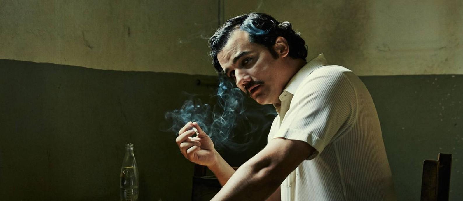 Já pensou como seria ser preso por estar assistindo a 'Narcos' no seu sofá? Foto: Divulgação
