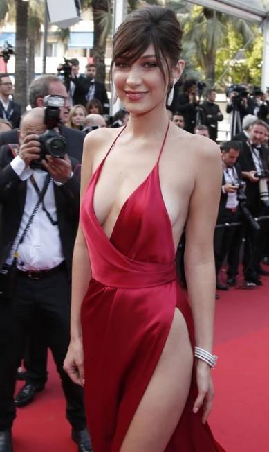 Este clique não deixa dúvida: Bella deixou a lingerie em casa Thibault Camus / AP