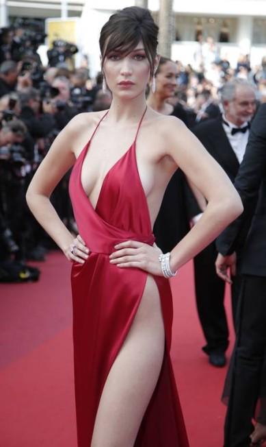Bella Hadid: supersexy no red carpet Thibault Camus / AP