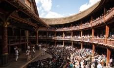 """Montagem de """"Romeu e Julieta"""" no Shakespeare's Globe, em Londres em abril de 2015. Teatro foi reconstruído no final do século XX nos moldes do original elisabetano Foto: Helena Miscioscia/Divulgação / Shakespeare's Globe"""
