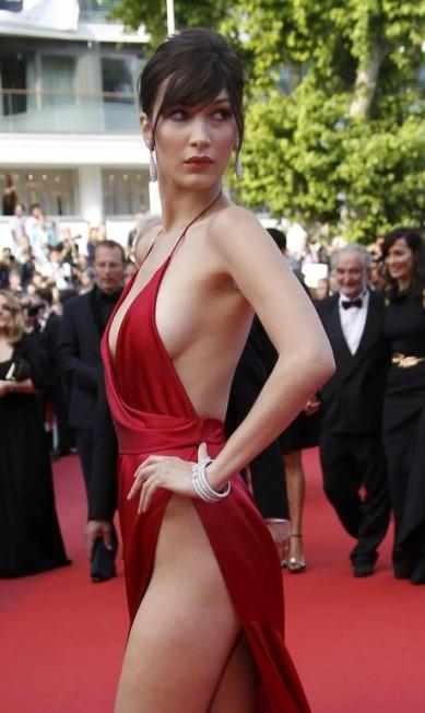 Bella Hadid: a dama de vermelho ERIC GAILLARD / REUTERS