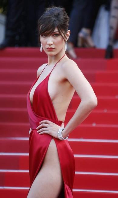 Bella Hadid roubou a cena no oitavo dia do Festival de Cannes YVES HERMAN / REUTERS