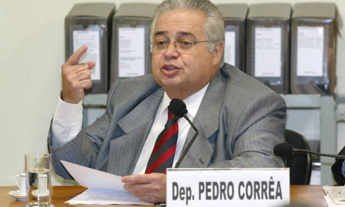 Pedro Corrêa, durante depoimento á CPMI do Mensalão 14/09/2005 Foto: Ailton de Freitas / Agência O Globo