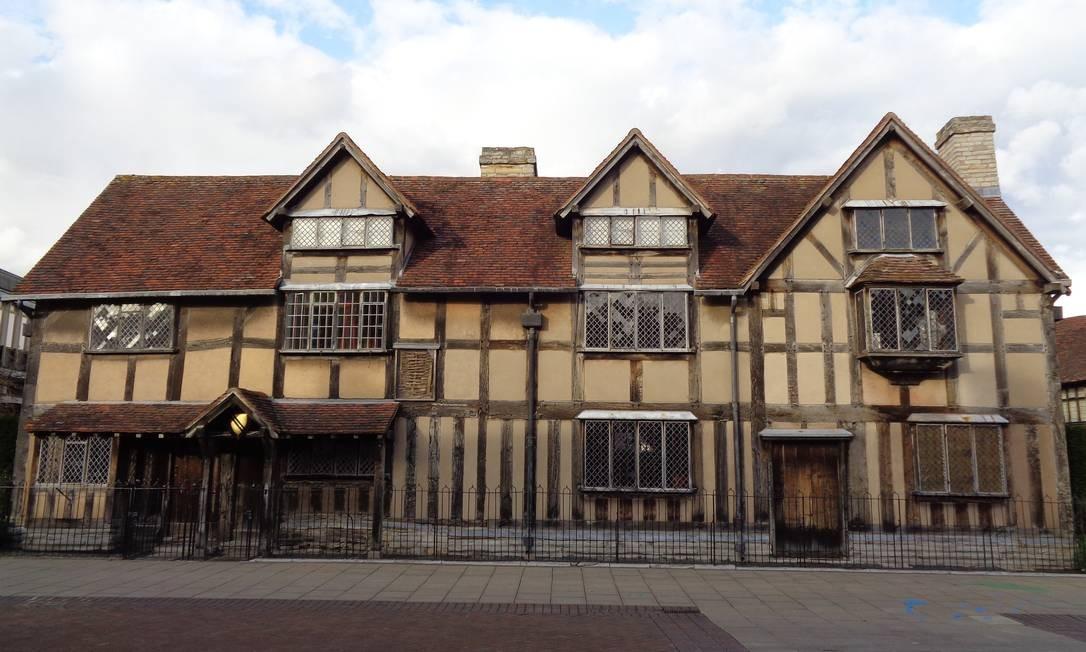 A casa onde o dramaturgo nasceu, provavelmente em 1564, é considerada patrimônio nacional britânico e preserva as características originais do século XVI. Foto: Leonardo Cazes / O Globo