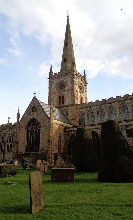 A bela Holy Trinity Church é outro ponto importante em Stratford-Upon-Avon. Foto: Leonardo Cazes / O Globo