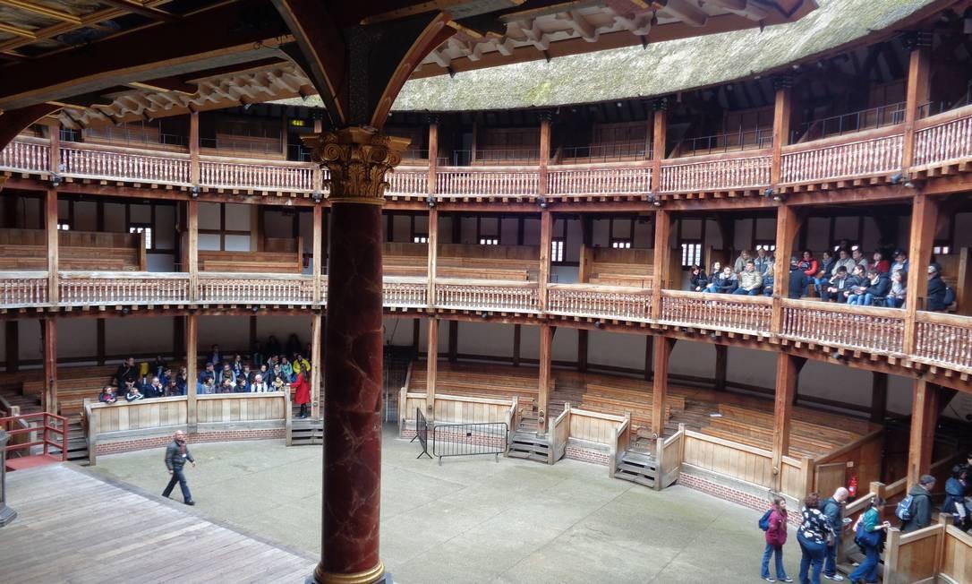 O teatro procura reproduzir fielmente o ambiente onde as peças de Shakespeare foram encenadas pela primeira vez. O público mais humilde ficava em pé e os mais ricos nos camarotes. Foto: Leonardo Cazes / O Globo