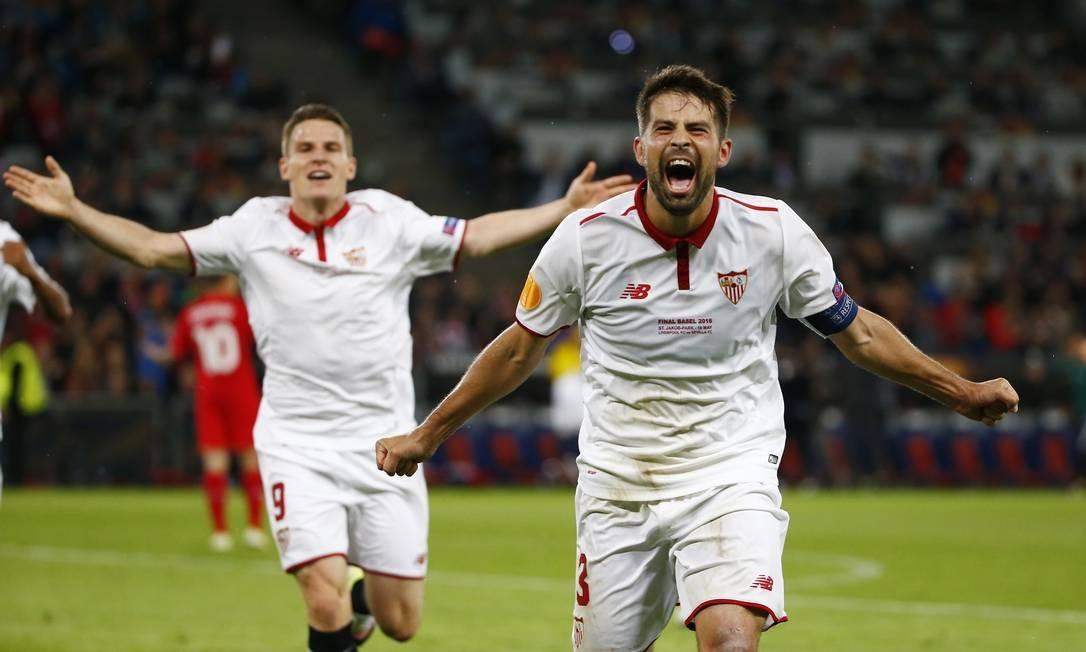 A emoção de Coke ao fazer o terceiro gol do Sevilla Foto: Michael Dalder / REUTERS