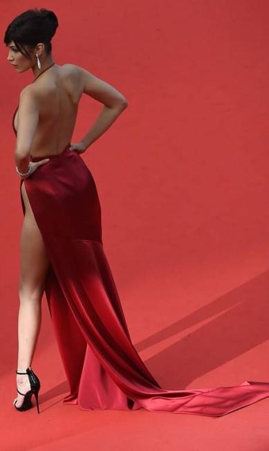 Bella Hadid em Cannes ANTONIN THUILLIER / AFP