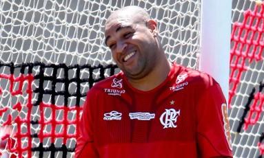 Adriano Imperador durante treino do Flamengo em 2012 Foto: Ivo Gonzalez / Agência O Globo