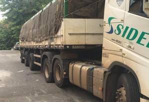 Caminhão de bebidas recuperado por policiais militares no Complexo da Pedreira, em 25 de fevereiro Foto: Divulgação / Polícia Militar