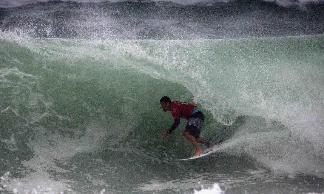Adriano de Souza, o Mineirinho, ficou em terceiro lugar no WCT na Barra da Tijuca Guito Moreto / Agência O Globo