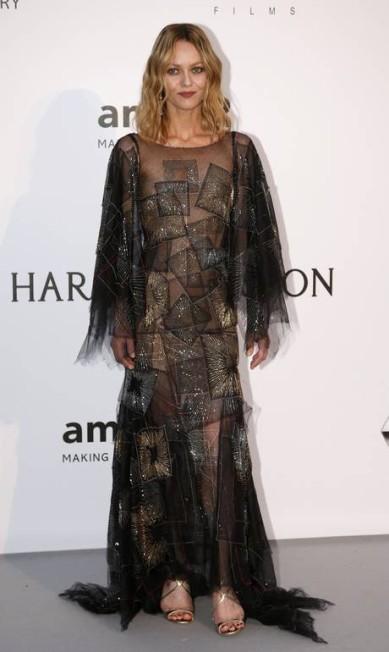 A cantora e atriz Vanessa Paradis, de 43 anos, é símbolo de atitude e elegância na França. Queridinhas de estilistas famosos, ela foi musa das grifes Chanel e Miu Miu JEAN-PAUL PELISSIER/REUTERS