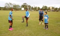 Rhyan (à esquerda), Jorge, o técnico Ademilson e Marcelinho: o trio joga no Flamengo Foto: Agência O Globo / Fabio Rossi