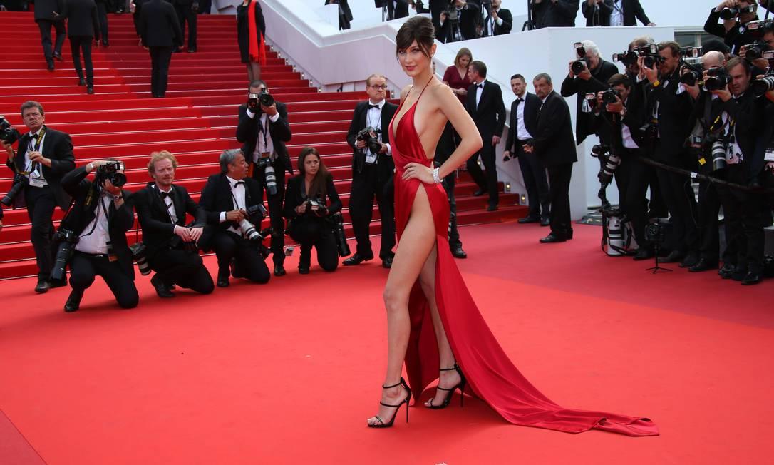 Mais cedo, o look de Bella que deu o que falar em Cannes Joel Ryan / AP