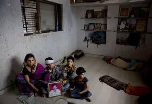 Shima Pandit Agee, mulher do fazendeiro Srikrishna Pandit Agee, que cometeu suicídio no início deste mês Foto: Manish Swarup / AP