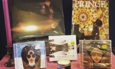 Homenagem ao cantor Prince no Electric Fetus, sua loja de discos favorita Foto: Reprodução