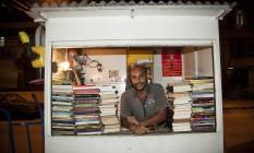 Edenílson da Costa Marins empresta e recolhe livros há 18 anos Foto: Analice Paron