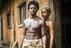 Luanda (Heloísa Jorge) com Saviano (David Junior) em 'Liberdade, liberdade' Foto: Divulgação/TV Globo