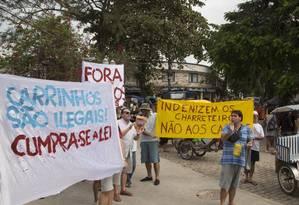 A manifestação contra carrinhos elétricos em Paquetá Foto: Antonio Scorza / Agência O Globo