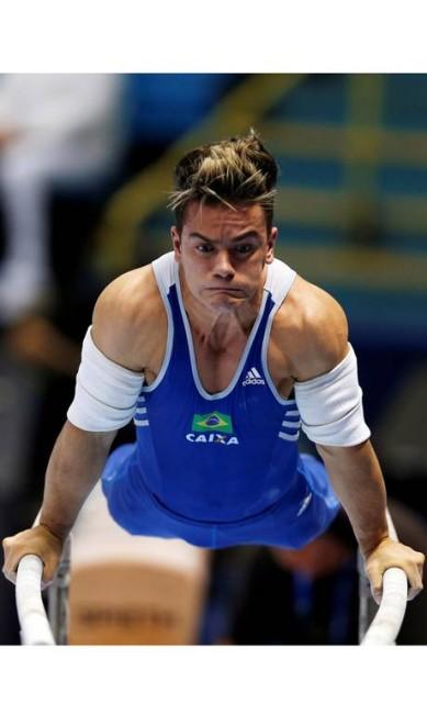O ginasta brasileiro Caio Souza, na final das barras paralelas PAULO WHITAKER / REUTERS