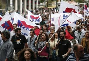 Manifestantes do sindicato PAME protestam contra pacote de austeridade em Atenas Foto: Yorgos Karahalis / AP