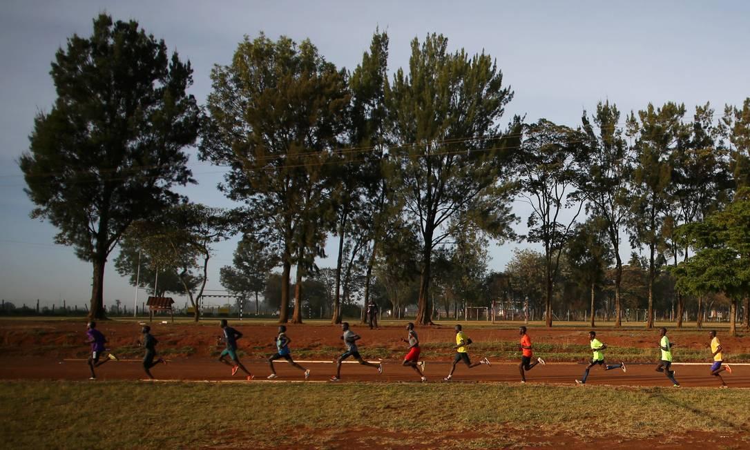 Os atletas se exercitam no Quênia SIEGFRIED MODOLA / REUTERS