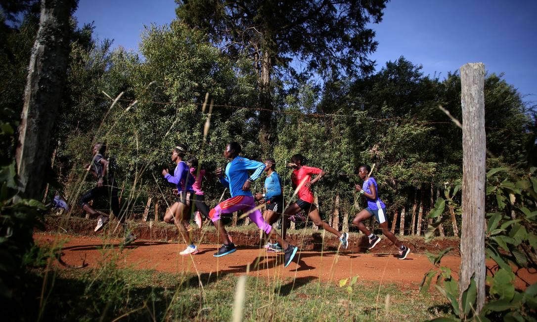 Campeões mundiais como o maratonista Dennis Kimetto e David Rudisha (800m) treinaram neste local no Quênia SIEGFRIED MODOLA / REUTERS