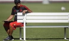 O técnico do Flamengo, Muricy Ramalho, durante treino no clube: incerteza sobre o futuro devido a problema de saúde Foto: Gilvan de Souza / Flamengo / divulgação