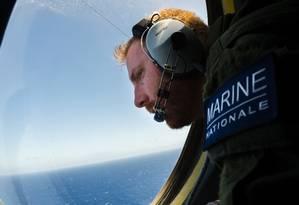 Militares da Marinha francesa se somam às operações de busca aos destroços do avião Foto: ALEXANDRE GROYER / AFP